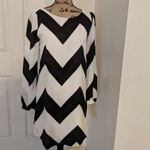 Everly dress black and white chevron size small